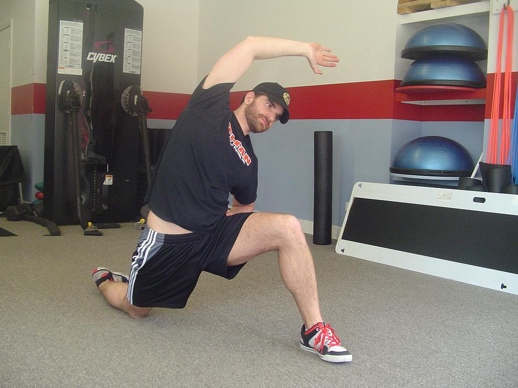 Should You Stretch Before and After Weightlifting? - Dynamic Stretching