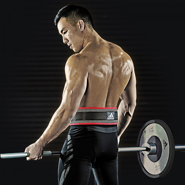 Best Back Support Belt for Lifting - Man lifting while wearing belt