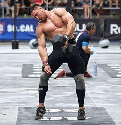 Best Knee Sleeves for CrossFit - Man wearing knee sleeves and pulling dumbbell